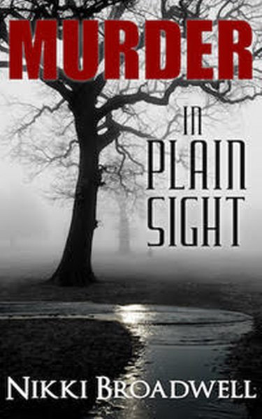 Book Cover for Murder in Plain Sight from the Summer McCloud paranormal mystery series by Nikki Broadwell.